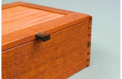 Web_0006_detail-of-jewelry-box